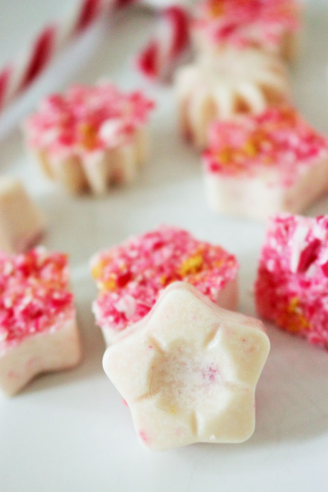 Bild: Zuckerstangen Pralinen Rezept, Pralinen schnell selber machen mit Zuckerstangen, Gesschenkidee aus der Kühe für Weihnachten als selbstgemachtes Weihnachtsgeschenk, gefunden auf Partystories.de