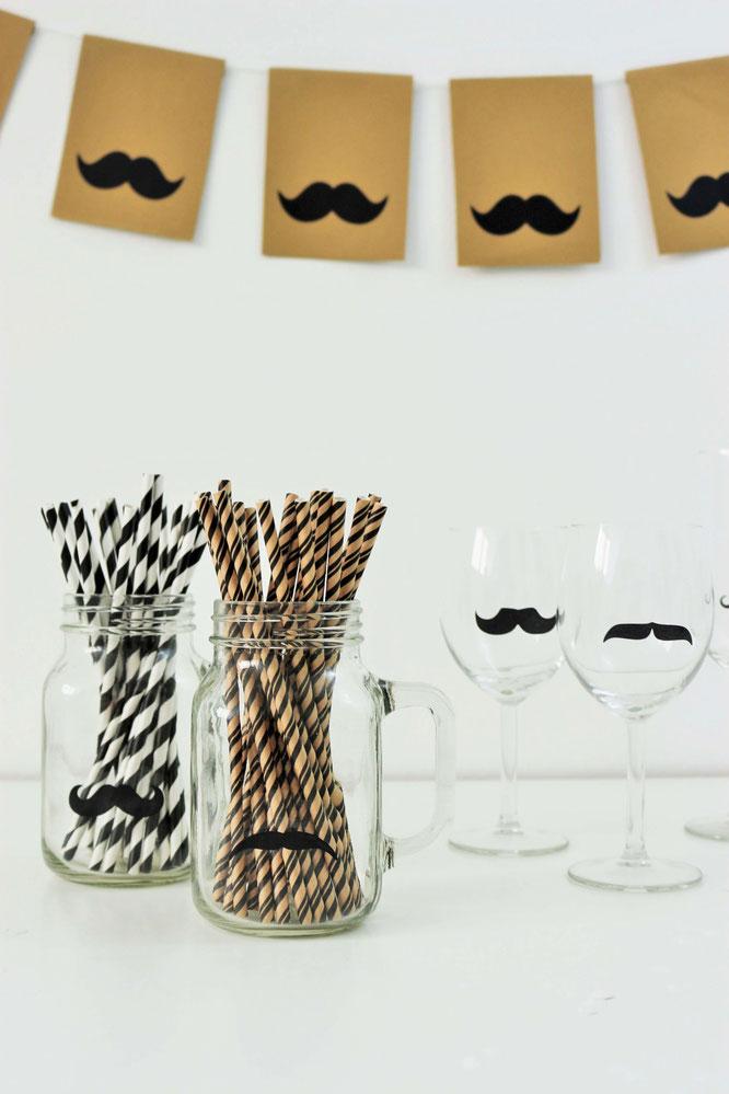 Bild: DIY Girlande aus Papier basteln -  Mit dieser Anleitung ganz einfach schöne Motto-Girlanden im Moustache-Stil für eine Mottoparty für Ihn oder zum Geburtstag mit Moustaches selber machen // Partystories.de // #diyDeko #Girlande #Partydeko