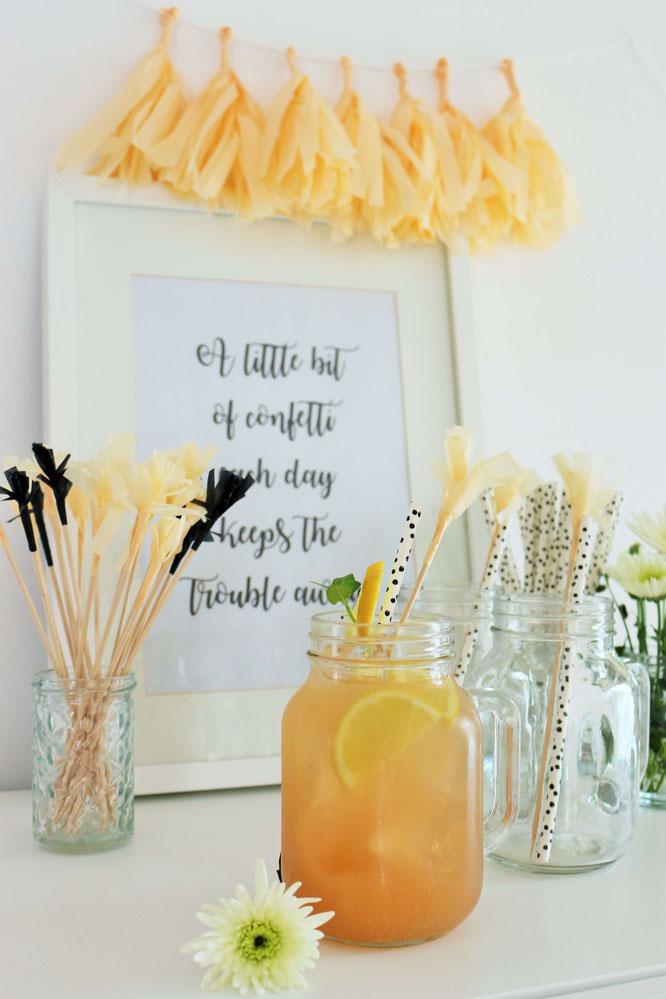 Bild: DIY Party Cocktailspieße, Topper für Kuchen und Partyfood - mit dieser Anleitung ganz einfach aus Seidenpapier oder Servietten schöne Topper für die Party oder Hochzeit basteln // www.partystories.de // #Cocktail #Cheers #DIYdeko #Partydeko
