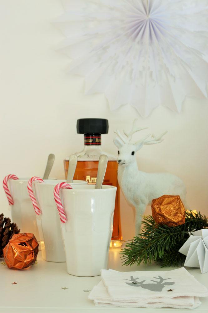 Bild: Kakao schön verpacken - als DIY Geschenk Idee oder Hot Cocoa Station für Advent, Weihnachten oder Winterhochzeit; gefunden auf www.partystories.de