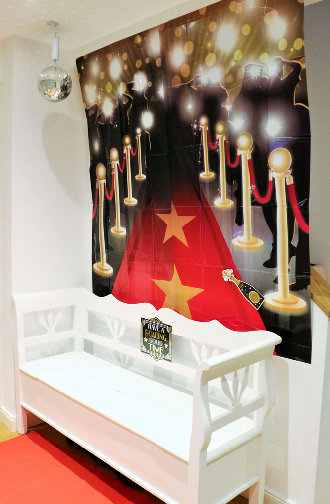 Bild: Ideen für eine Hollywood Motto Party zum Geburtstag oder im Great Gatsby Stil für Silvester, Hollywood Dekoration Ideen für eine Mottoparty von Partystories.de mit Party.de // #Hollywoodparty #Silvesterparty #Geburtstagsparty #GreatGatsbyparty
