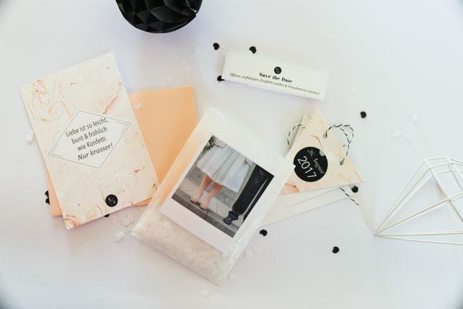 Bild: Suchst Du Save-the-date Ideen zum selber machen? Ich zeige Dir ein modernes DIY Set aus Karte, Polaroid Foto und Girlande von unserer Hochzeit! Noch mehr DIY Deko Ideen findest Du auf www.partystories.de