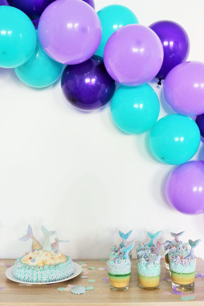 Bild: Ideen für eine Meerjungfrauen Mermaid Motto Party als Kindergeburtstag oder Babyparty feiern - Ideen für Meerjungfrauen Dekoration, Meerjungfrauen Kuchen und viele Tipps von Partystories.de // #meerjungfrau #diyparty #partystyling #mottoparty