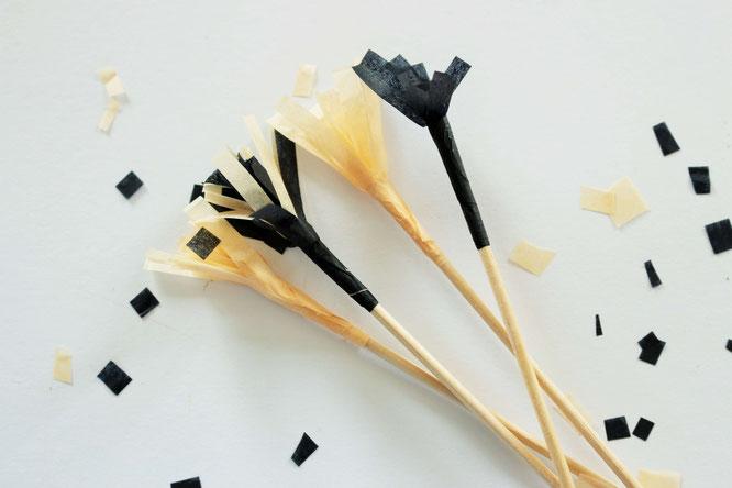 Bild:DIY Party Cocktailspieße, Drink Stirrers und Kuchentopper: ganz einfach aus Seidenpapier oder Servietten selber machen. Cheers! (Anleitung von www.Partystories.de)