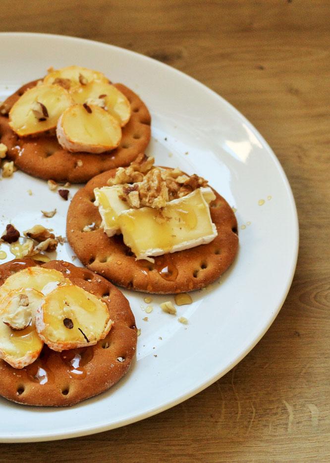 Bild: Käseplatte mal anders - einfach als Käsehäppchen servieren! Die Alternative zur Käseplatte für Partyfood to-go, gefunden auf Partystories.de