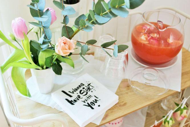 Bild: Rezept Sekt-Bowle mit Grapefruit – so einfach eine leckere und fruchtige Sektbowle, auch alkoholfrei/ohne Alkohol, für die nächste Party umsetzen // Rezept, Tipps und Fotos von www.partystories.de // #Bowle #Partyrezept #Sekt #Sektbowle #Fruchtbowle