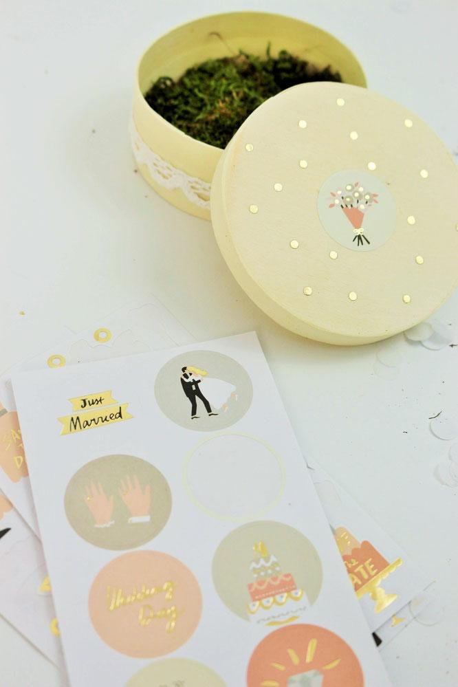 Bild: Ringkissen mal anders - mit diesen Ideen moderne Ringkissen Alternativen für die Hochzeit als Box oder Schachtel in verschiedenen Stilen wie Vintage oder Boho ganz einfach selber machen // gefunden auf partystories.de // #Hochzeit #diyHochzeit