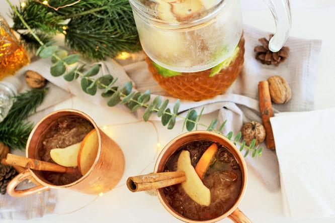 Bild: Rezept für eine Winter Punsch-Bowle mit Whisky, Cidre Apfelwein, Apfelsaft und Ahornsirup – so einfach geht eine winterliche Punsch Bowle als Drink oder Aperitif für eine Party im Advent o. an Weihnachten / partystories.de  / #Bowle #Rezept #Advent
