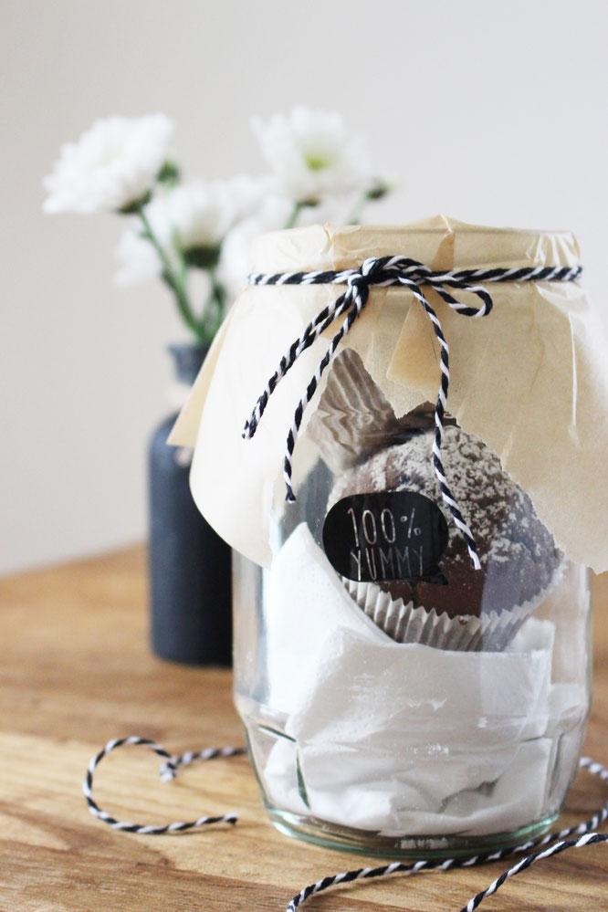 Bild: last-minute DIY Geschenkideen, Geschenke zum Valentinstag oder einfach mal so, Süßes im Glas, gefunden auf Partystories.de