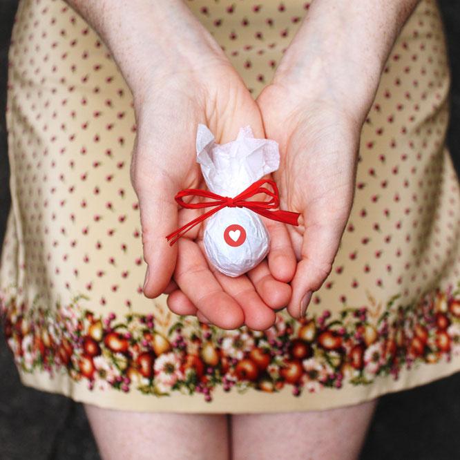 Bild: Geschenkideen für Trauzeugin und Brautjungfern, gefunden auf Partystories.de, Seedbombs in verschiedenen Sorten von der Seedball Manuaktur