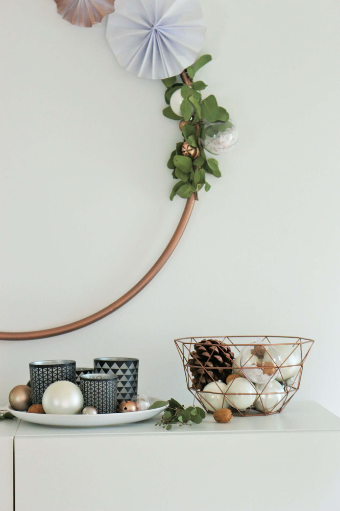 Diy hula hoop deko einen hula hoop wreath f r advent und for Kupferspray deko
