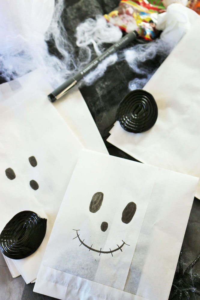 diy halloween s igkeiten verpackung aus papiert ten. Black Bedroom Furniture Sets. Home Design Ideas