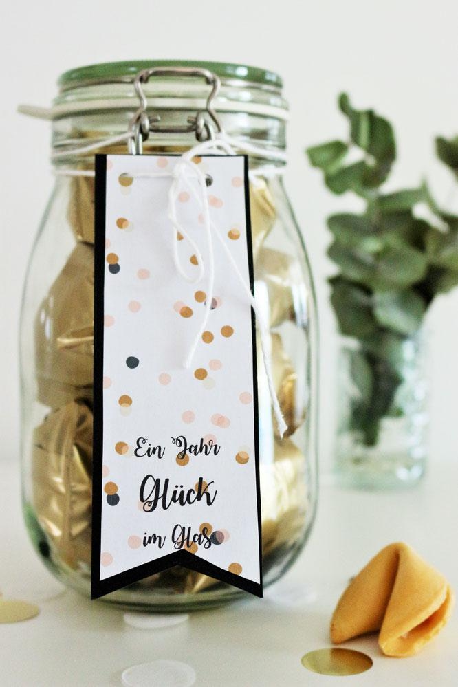Geschenkidee Ein Jahr Gluck Im Glas Partystories Blog