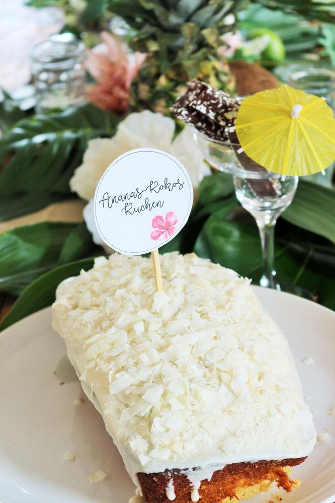 Bild: Ideen für eine Tropical Sommer Party - So einfach eine schöne tropische Party mit DIY Deko, Essen und Getränken für jeden Anlass umsetzen und feiern // Ananas-Kokos Kuchen als Partyfood // www.partystories.de