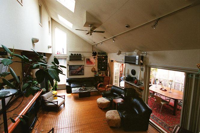 各種撮影 レンタルハウススタジオ 横浜ハウス オブ ハリウッド 吹き抜け天井 リビングルーム