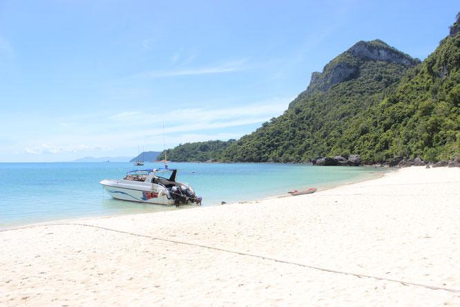 Thailand-Boot-sandstrand-blaues-Meer