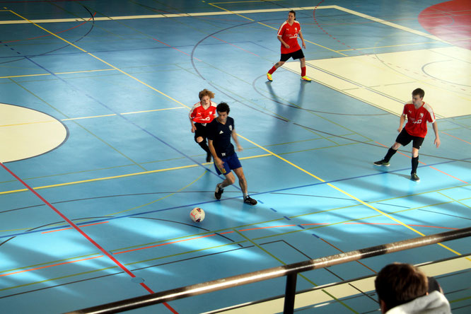 FC Crazy in Aktion (rot). Letztes Jahr mit zwei Mannschaften