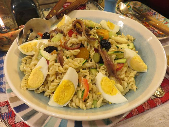 SALADE DE PÂTES à ma façon, savoureuse, croquante !, estivale, aux goûts italiens - Gourmandises TV