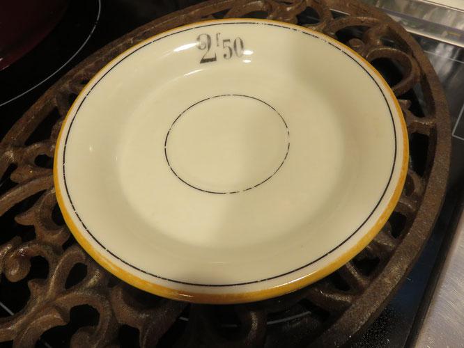 INSOLITE !, l'ancêtre de l'addition papier était une coupelle bistrot... - Photo : Gourmandises TV
