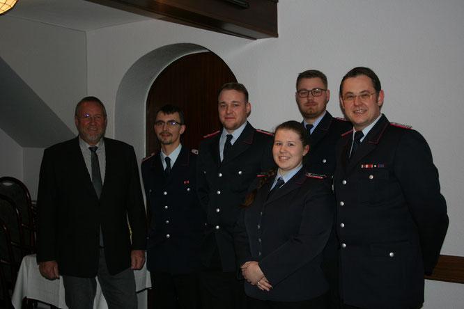 Die Beförderten Kameraden mit Samtgemeindebürgermeister R. Mertens