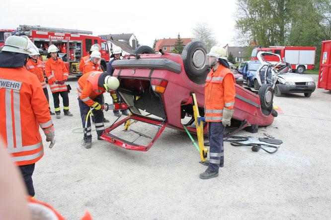 Das Fahrzeugdach wird entfernt