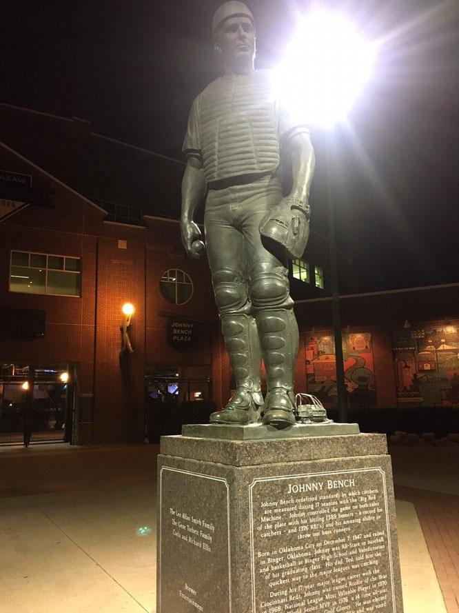 オクラホマ ジョニーベンチ 銅像