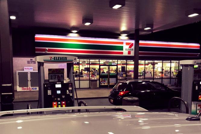 ガソリンスタンド、コンビニ、アメリカ