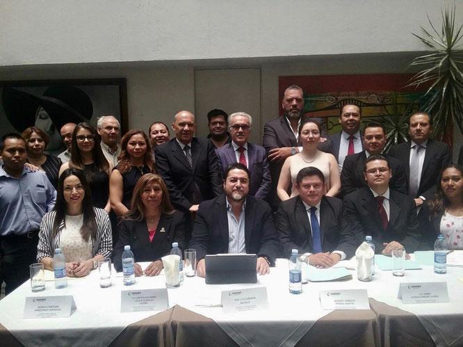 Aqui toda la Familia Sindemex de la Ciudad de México, Felicidades para todos, con nuestro Secretario General. Lic. Wilbert Perera.