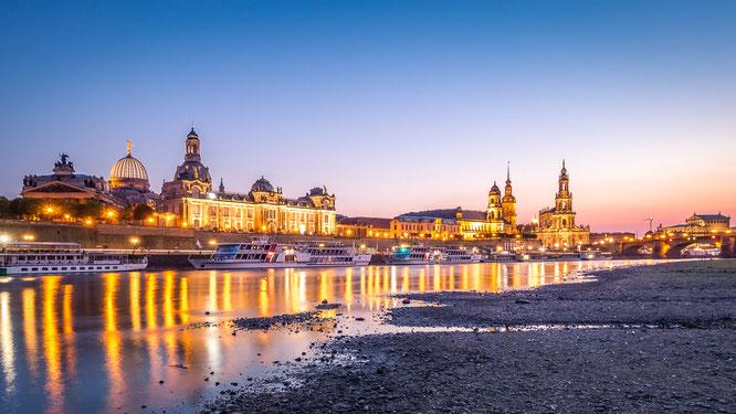 Dresden Blaue Stunde Stadt City Skyline Elbe Ufer Sachsen