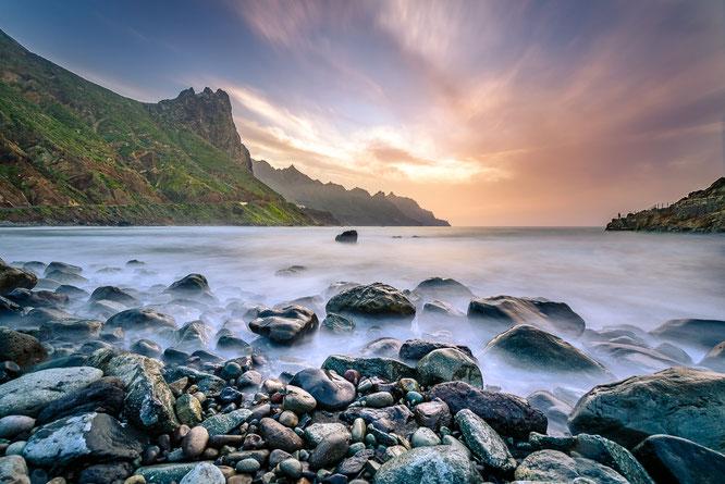 Reisen Sonnenuntergang Strand Steine ND Filter Langzeitbelichtung