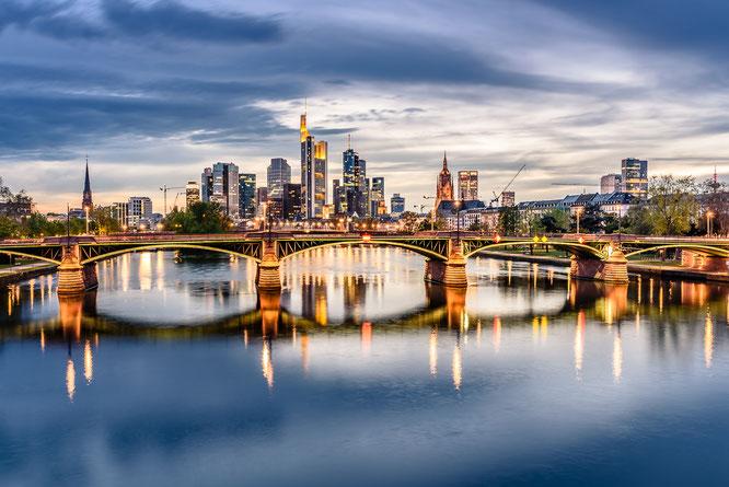 Frankfurt Blaue Stunde Sigma Art Skyline Langzeitbelichtung