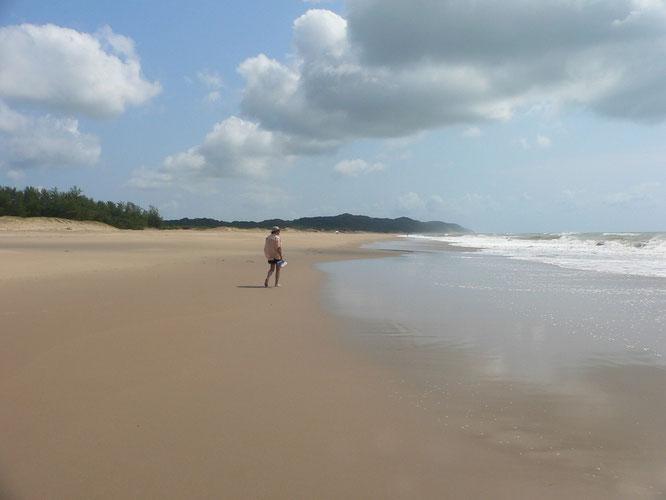 Guenther allein am Strand