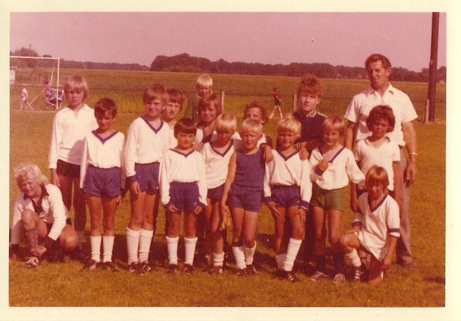 Horst Bobeth mit einem von 100 Teams, die er betreute - und immer die F-Jugend!