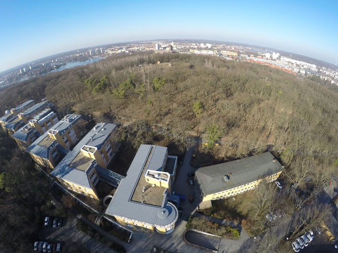 Foto: Das GFZ auf dem Potsdamer Telegrafenberg (Foto: M. Ludwig)