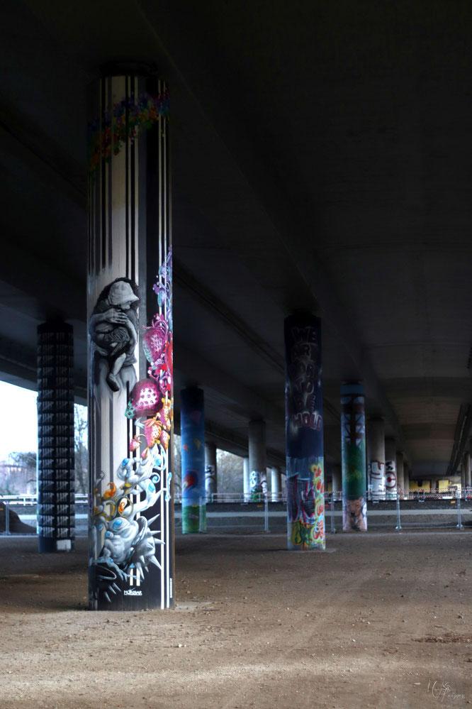 Honsar Graffiti Autobahnpfeiler Freilichtgalerie streephoto by Mary Kwizness