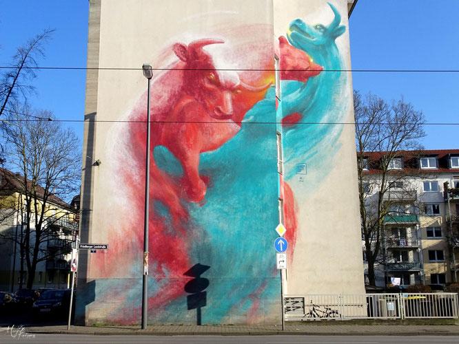 Bulle und Bär Guido Zimmermann Museum on the Street Graffiti Frankfurt Germany streetphoto Mary Kwizness