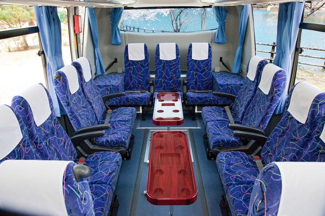 バス車両 中型27人乗りサロンバス 内観