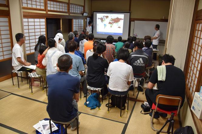 岡田理事長によるオオサンショウウオの講義