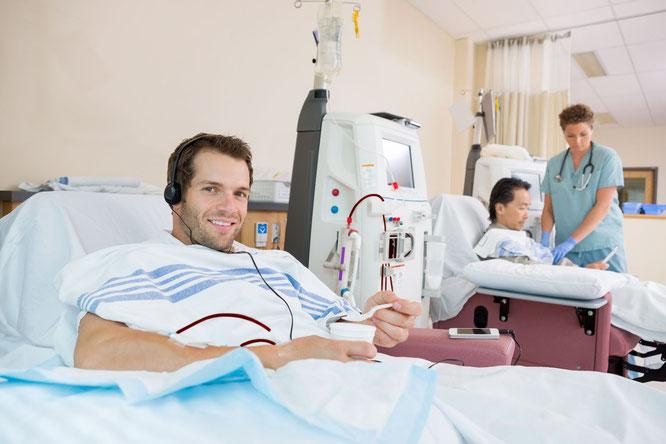 Patient an der Hämodialysemaschine