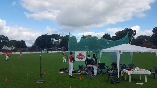 Stand der Prouds auf den KJR-Tag mit Info-Pavilion, Hit-Away und Batting/Pitching Bereich