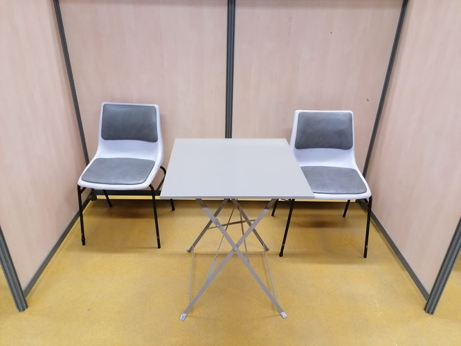 tables et chaises à louer salon  exposition