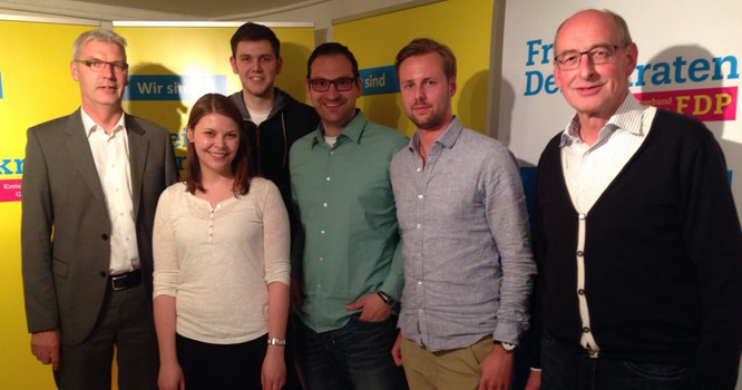 Diskutierten über Gründerkultur: Albrecht Pförnter, Anna Bückmann (beide proWirtschaft GT), Patrick Büker (FDP Rheda-Wiedenbrück), Johannes Elstner (FDP Gütersloh), Alexander Martinschledde (Startup-Unternehmer) und Hermann Ludewig (FDP-Kreisvorsitzender)