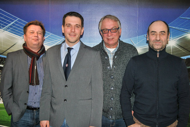 Marc Ahlers (2.v.l.) wurde als 1. Vorsitzender zum Nachfolger von Hajo Kowalski (2.v.r.) gewählt. Axel Baake (links) ist ab sofort 2. Vorsitzender, Joachim Thunert 3. Vorsitzender.