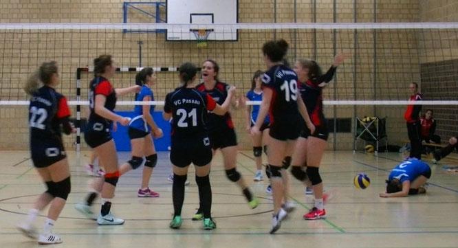 Jubel bei den VC-Damen, Gegner und Ball am Boden - am Samstag leider eine seltene Momentaufnahme
