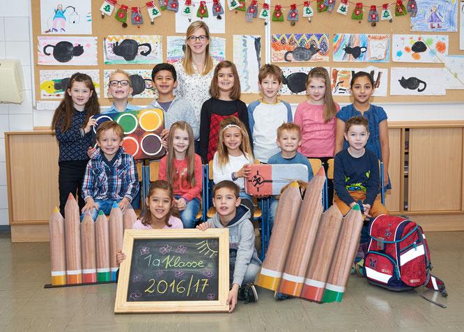 1a Klasse mit Klassenlehrerin Claudia Freiberger (Foto Schober)