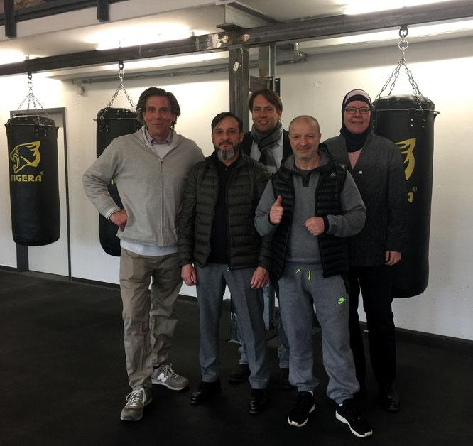 Von li.: Clemens Rating, Heinz Weiss, Michael Weinreich, Riccardo D´Amato und Kesbana Klein im neuen Gym