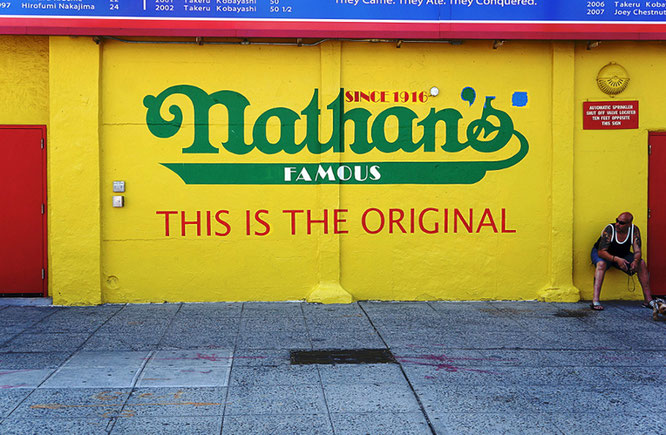 Photographie, New York, Brooklyn, Coney Island, Nathan's burger, sea food, couleurs, Mathieu Guillochon, USA, jaune, plage, dimanche