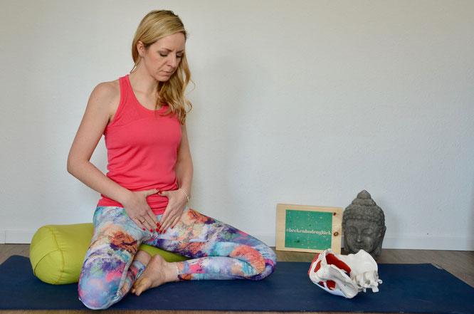 Expertin Henrike Albers erklärt auf dem Yoga Mama Blog MOMazing, wie du deinen Beckenboden nach der Geburt trainierst und auf Sex vorbereiten kannst. #beckenbodenglück