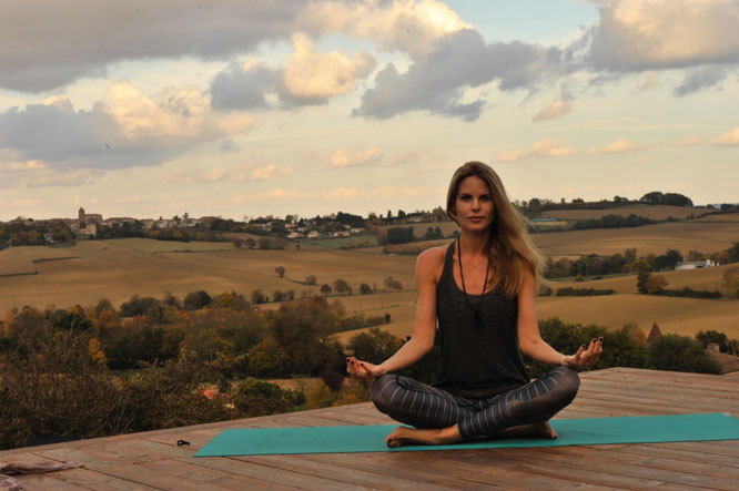 Jivamukti-Lehrerin und Yoga-Mama Miriam Langenscheidt MOMazing Yoga Mama Mami Blog
