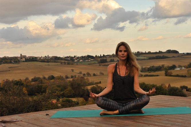 Jivamukti-Lehrerin und Yoga-Mama Miriam Langenscheidt im Interview über Familie und Yoga. Yoga Mama Blog MOMazing.